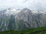 Vue sur le massif du Haut de Cry, en regardant bien il y a Matej et Julien sur la Chaux d'Einzon...